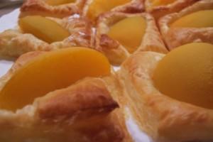 ciasteczka francuskie z brzoskwiniami