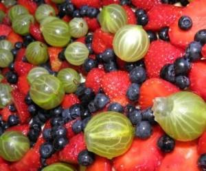 ciasto drożdżowe z agrestem truskawkami i jagodami