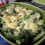 Zapiekanka z makaronem kurczakiem i brokułami