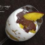 Deser z czekoladą i mango