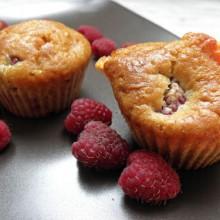 muffinki z malinami i biala czekolada