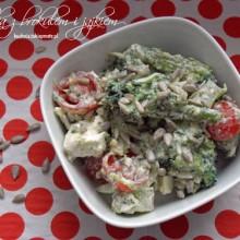 salatka z brokulem i jajkiem