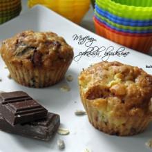 muffinki z czekolada i brzoskwiniami