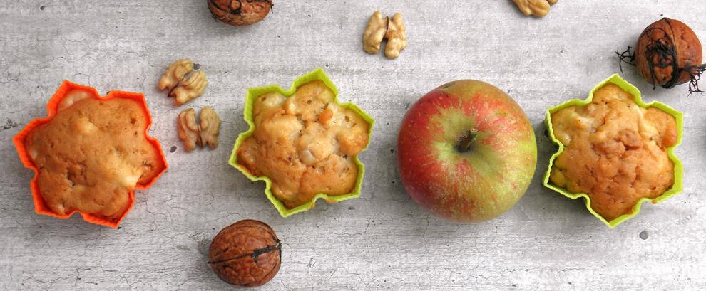 Muffinki z jabłkami i orzechami włoskimi